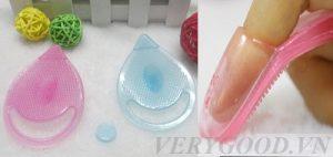 Miếng rửa mặt được thiết kế nhỏ gọn và dễ sử dụng