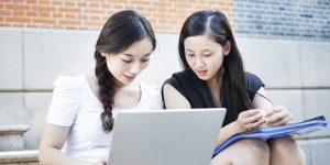 Sử dụng internet làm công cụ hỗ trợ giúp bạn tìm kiếm việc làm phù hợp với bản thân