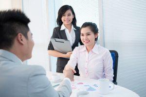 Với vẻ bề ngoài thân thiện, ưa nhìn, dễ gần bạn đã chắc chắn có được điểm cộng cho quá trình phỏng vấn xin việc của mình.