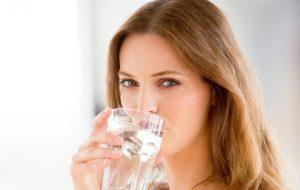 Bổ sung nước đầy đủ cho cơ thể là cách đơn giản nhất để có làn da đẹp