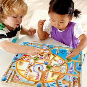 Đồ chơi thông minh là những đồ chơi giúp bé phát triển toàn diện về cả nhận thức và kĩ năng