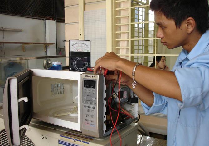 Sửa chữa lò vi sóng tại nhà sóng uy tín, chất lượng