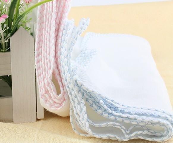 Khăn sữa, khăn xô là một trong những vật dụng không thể thiếu của trẻ sơ sinh