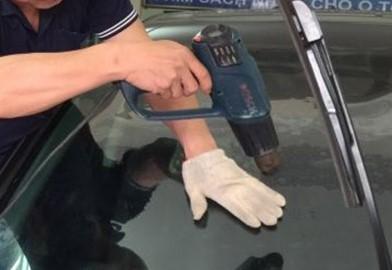 Dán kính xe ô tô để bảo vệ xe của bạn khỏi những cuộc va chạm
