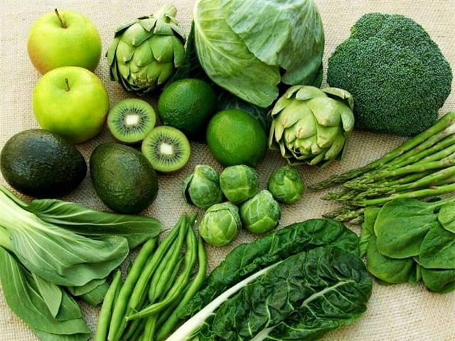 Ăn nhiều rau xanh, nước ép hoa quả