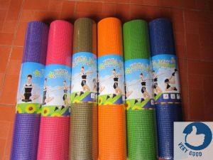 Thảm Yoga PVC là sản phẩm được làm từ chất liệu nhựa cao cấp, thân thiện với môi trường và an toàn cho người sử dụng