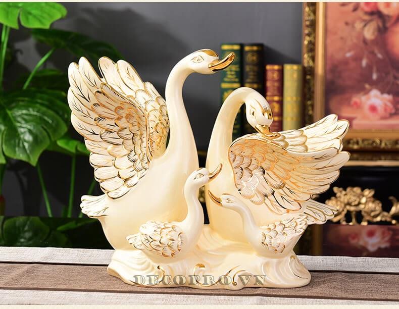 Sản phẩm gia đình thiên nga gốm sứ vẽ vàng