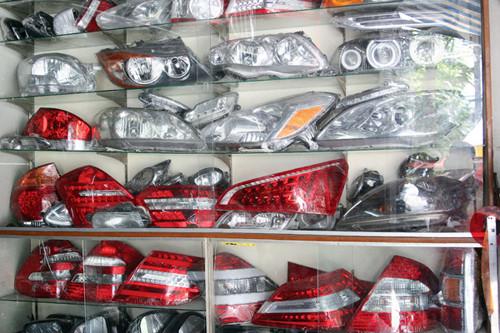Tiến Dịu có đầy đủ các loại đèn độ xe hơi