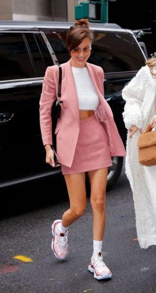 Trang phục hồng và giày hồng