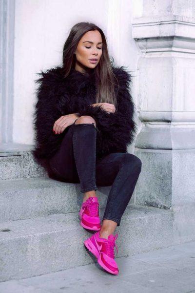 Áo khoác và giày hồng